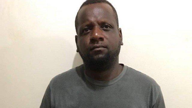 Homem é preso após estrangular e matar esposa com fio de TV