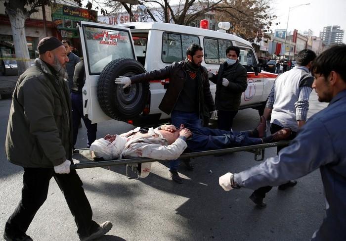 Atentado com 'ambulância-bomba' mata ao menos 95 pessoas em Cabul