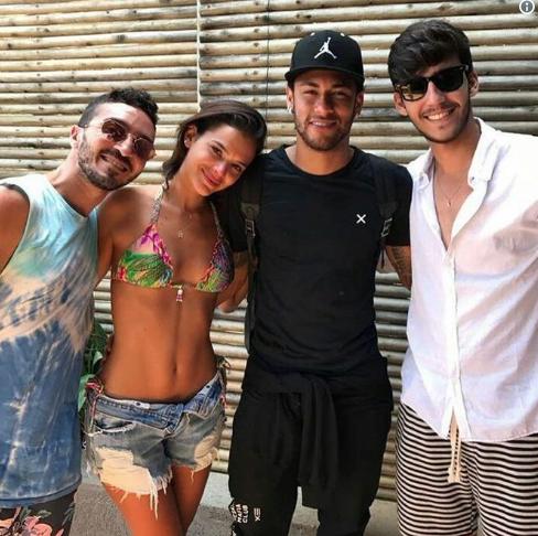Marquezine se emociona ao se despedir de Neymar em Noronha