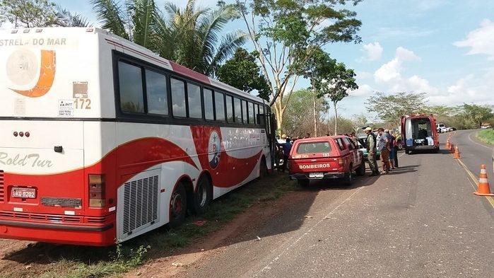 Local onde o veículo colidiu com o ônibus (Crédito: Realidade em Foco)