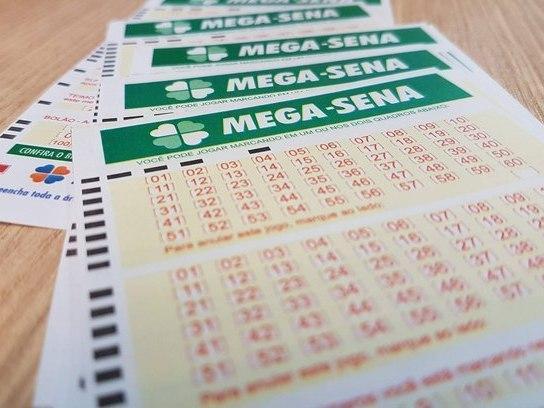 Mega-Sena pode pagar até R$ 4,5 milhões em sorteio deste sábado(6)