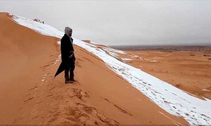 Deserto do Saara fica coberto de neve e imagens impressionam