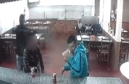 Homem é executado dentro de pizzaria na região de Curitiba