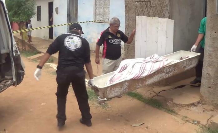 Corpo de idoso foi encontrado dentro de residência (Crédito: Reprodução/TVMN)