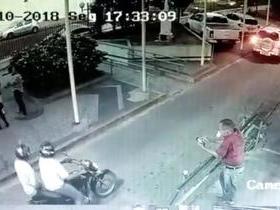Vigilante de hospital tem arma roubada por dupla em motocicleta