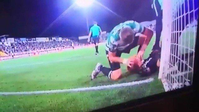 Uruguaio Sebastian salva goleiro após choque da cabeça na trave