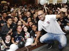 Corinthians promove ação de Dia das Crianças e entrega brinquedos