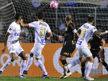 Gabigol marca e Santos vence o Corinthians no clássico do Pacaembu