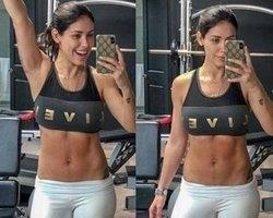 Bella Falconi exibe barriga chapada dois meses após dar à luz