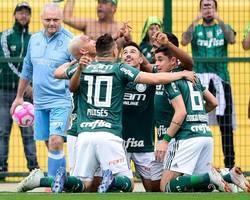 Com dois de Deyverson, Palmeiras vence Grêmio e mantém liderança
