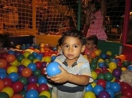 Crianças se divertem em festa realizada pela Prefeitura