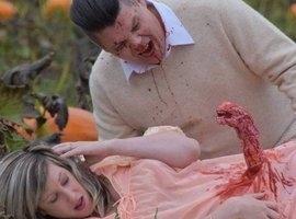 Casal faz ensaio de gravidez inspirado no filme 'Alien'