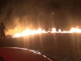 Incêndio em terreno próximo terminal de petróleo assusta moradores