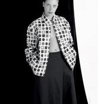 Linzmeyer posa nua para desconstruir feminino e masculino