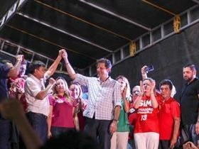 Haddad e Wellington Dias reúnem milhares de pessoas em ato público