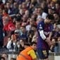 Messi cai sobre o braço, fratura e desfalca o Barça por 3 semanas