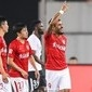 Paulinho e Alan marcam e Guangzhou se aproxima de líder do Chinês