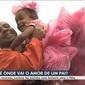 Sem dinheiro, pai usa sacolas e cria fantasia para filha ir a festa
