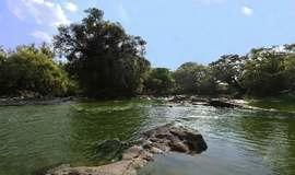Dois jovens pulam em rio para salvar amiga e morrem afogados