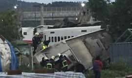Trem descarrila em Taiwan e deixa 17 mortos e 100 feridos