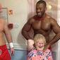 Asilo atende a pedido e contrata gogo boys para animar idosas