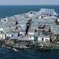 Barracos se amontoam em ilha do tamanho de meio campo de futebol