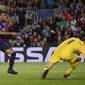 Sem Messi em campo, brasileiro Rafinha marca e Barça vence Inter