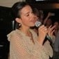 Bruna Marquezine volta a Noronha e solta a voz em jantar especial