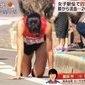 Com perna fraturada, corredora termina prova de joelhos por 300 m