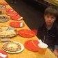 Mãe de menino sem amigos posta foto de aniversário e emociona