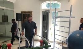 Prefeito recebe equipamentos de fisioterapia para o município
