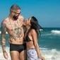 Ex-BBBs Gleici e Wagner curtem praia em clima de romance