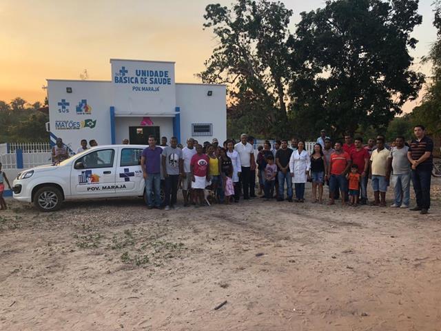 Autoridades e Comunidade presente na entrega do veículo (Crédito: Aristeu Carvalho)
