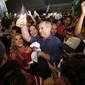Ciro Gomes desembarca no Brasil, mas não fala sobre segundo turno