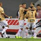 Santos desencanta no fim, vence o Fluminense e cola no G6