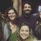 Voltaram? Cauã Reymond e Mariana Goldfarb posam juntos em foto