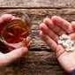 Saiba o que acontece se você misturar remédio e bebida alcoólica