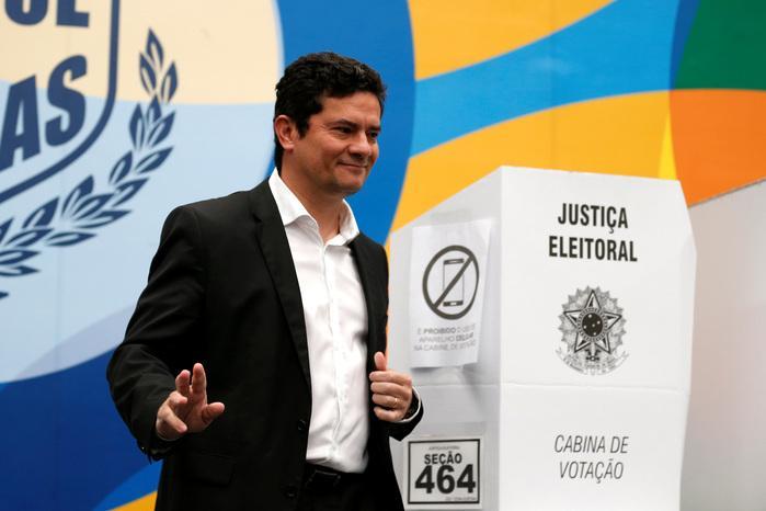 O juiz da Lava Jato, Sergio Moro, vota em Curitiba (Crédito: Rodolfo Buhrer/Reuters)