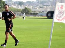 Jadson aparece no campo e inicia recuperação para encarar Botafogo