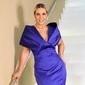 Carla Perez posa com traje de gala e é elogiada: 'Poderosa'