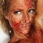 Mulher faz ritual com seu sangue menstrual e divulga em rede social