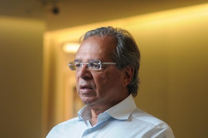 Paulo Guedes deu entrevista à revista Veja e defendeu Bolsonaro (Crédito: Folhapress/Valor/Claudio Belli)
