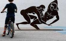 Exposição retrata sexo anal e masturbação e choca visitantes