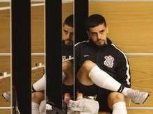 Após improviso, Corinthians espera por Fagner em decisão