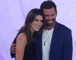 """Após serem """"apresentados"""" ao vivo, Castelli segue Rebeca Abravanel"""