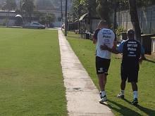 Kaique tem contusão no ombro e passa a ser dúvida no Santos