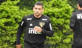 Diego Souza torce o joelho e desfalca o São Paulo contra o Grêmio