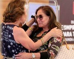 Susana Vieira recebe o apoio dos fãs durante passeio e cai no choro