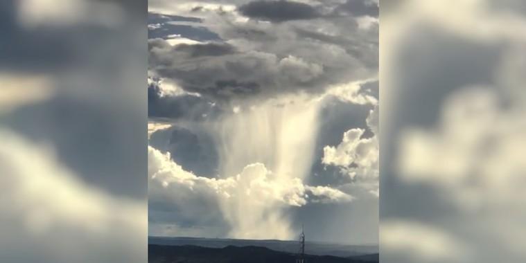 """Homem registra """"cachoeira vinda do céu"""" durante chuva em GO"""