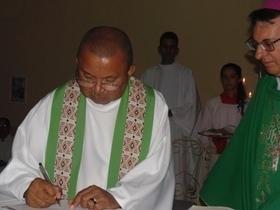 Padre Francisco Barbosa é empossado como pároco em Santo Inácio